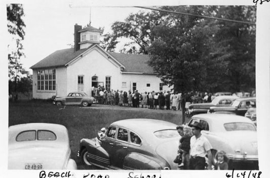 Voters lining up 1948