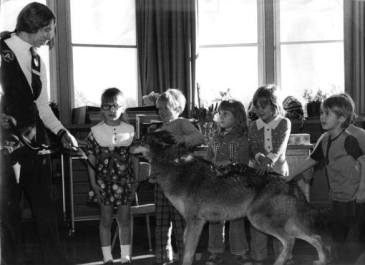 Volney Smith class with dog, 1975